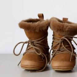 5e60b303d952f Boots chaussons fourrées Moon Birds of Nature Camel Pine bébé